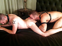 This moist live show features the man with the killer smile Connor Patricks and Justin Luck. Luck by name and lucky by nature Justin purchases fucked by Connor who snatches him by the dog collar for better traction. Hot scene!