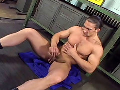 Muscular stud enjoys his cock and cum all over himself